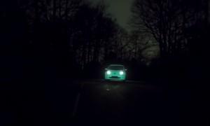 VIDEO YouTube - Nissan Leaf, auto fluorescente con vernice Starpath