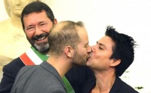 """Nozze gay, Cassazione dice no: """"Hanno diritto solo a status coppia di fatto"""""""