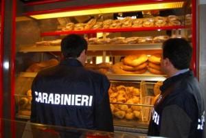 Caserta, blatte e pane cotto con scarti legna: chiuso panificio degli orrori