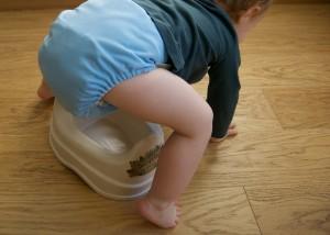 Pannolino quando toglierlo. Non prima 2 anni: rischio pipì a letto e incontinenza