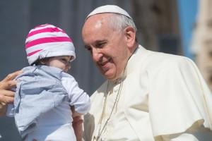 Papa Francesco sdogana la sculacciata ai figli a fin di bene