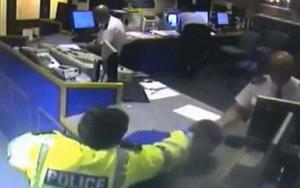 arrestato sbatte mento: polizia lo risarcirà con 18mila sterline