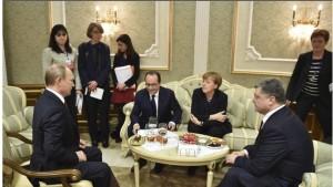 Ucraina. Stretta di mano Putin-Poroshenko. Russi: si firma al 70%. Ma Merkel...