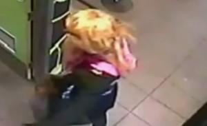 Australia, rapina fast food vestito da donna