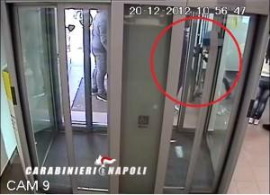 VIDEO YouTube. Porta il figlio di 10 anni a rapinare posta di Melito