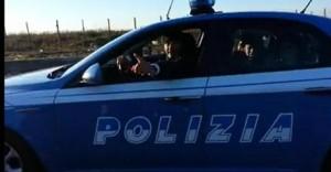 L'auto della polizia guidata dai rom era di un film - VIDEO