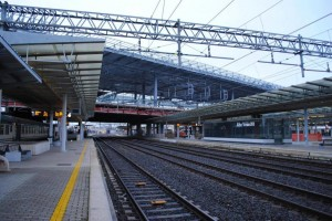 Roma, mendicante con trolley e foulard: chiede elemosina a Stazione Tiburtina