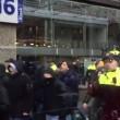 """Feyenoord-Roma, tifosi giallorossi urlano """"fuck you Rotterdam"""" e """"boia chi molla"""" VIDEO"""