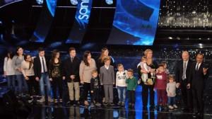 Sanremo, macedonia di famiglie: quella con 16 figli. E poi Conchita e Platinette