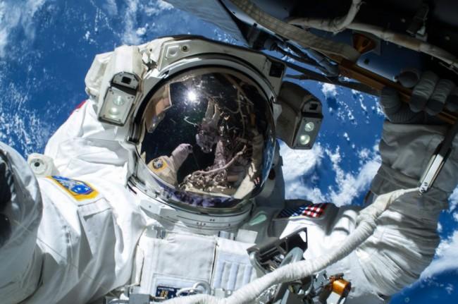 Nasa, VIDEO del tramonto Marte e selfie astronauti fuori dalla Stazione Spaziale