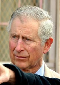 """""""Principe Carlo sarà re impiccione"""". Lui risponde: """"Dopo 50 anni so come si fa"""""""