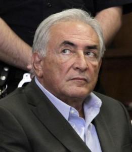 """Dominique Strauss-Kahn a processo per squillo. """"Nudo tra le ragazze. Un carnaio"""""""