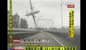 VIDEO YouTube Taiwan, aereo TransAsia cade nel fiume dopo decollo