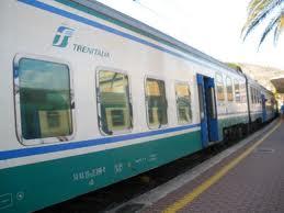 Maltempo, treno deraglia a Manziana per frana sui binari