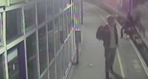 Ubriaco cade dai binari, travolto dal treno. Illeso VIDEO