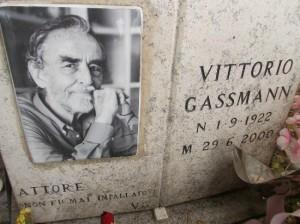 Cimitero Verano: un terzo dei loculi destinato ai romani celebri