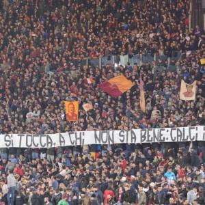 http://www.blitzquotidiano.it/foto-notizie/fiorentina-roma-striscione-garcia-non-si-tocca-foto-2135575/