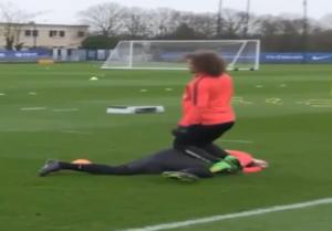 VIDEO. David Luiz mette ko Ibrahimovic, ma è uno scherzo