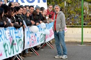 """Renato Accorinti, sindaco di Messina """"cacciato"""" dall'Ars: era senza cravatta"""