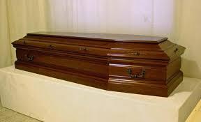 Donna di 92 anni dichiarata morta si sveglia ed esce dalla bara