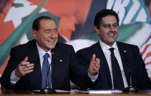 Silvio Berlusconi con Giovanni Toti (LaPresse)