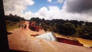 VIDEO YouTube. Brasile, bus viene portato via dal torrente: passeggeri salvi