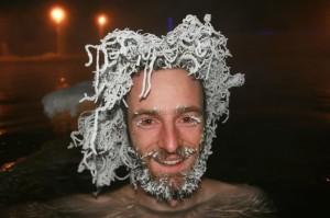 Hair freezeing, ballo bollente a -30 gradi: i capelli ghiacciano FOTO