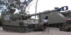 Tremila carri armati in un bosco nelle risaie vicino Vercelli