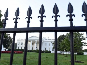 Auto contro muro Casa Bianca: alla guida due uomini del Secret Service ubriachi