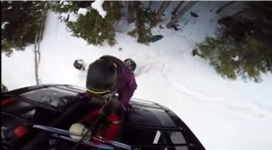 Ciampinoi, albero cade su cabinovia: VIDEO del salvataggio