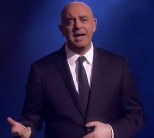 """VIDEO YouTube - Crozza dedica canzone a Berlusconi: """"Sono libero perché..."""""""