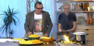 Video YouTube: cuoca in tv dà fuoco alla cucina