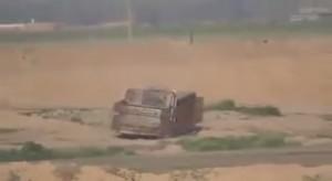 VIDEO YouTube. Peshmerga curdi fanno esplodere ariete dell'Isis ed esultano