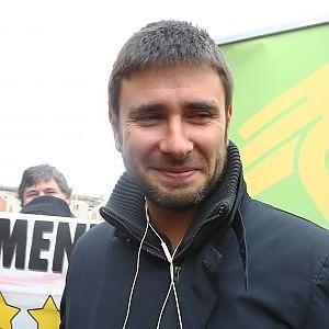 """Alessandro Di Battista: """"Via dall'euro e dalla Germania nazista"""""""