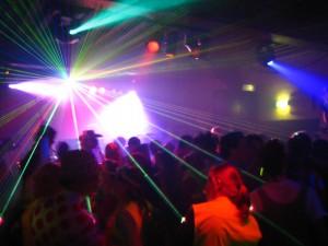 Torino: sedicenne fa sesso in bagno discoteca. Il video finisce su Facebook