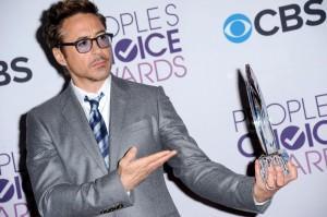 "Robert Downey Jr. regala braccio bionico ""Iron Man"" a bimbo disabile"