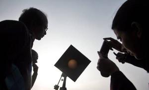 Eclissi solare 20 marzo, come fotografala senza rischi