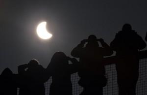 Eclissi, tutti con il naso all'insù a Firenze