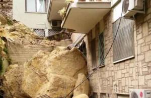 Roma, collina Monteverde frana su palazzina: case evacuate, ingenti danni