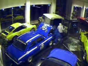 VIDEO YouTube Come rubare auto da 166mila euro in 40 secondi