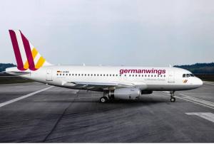 Aereo GermanWings, soccorritori avvistano corpo che si muove nel relitto