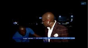 VIDEO YouTube. Giornalista rapinato in diretta tv in Sudafrica