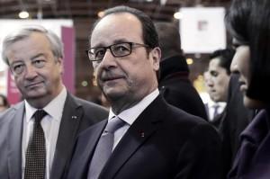 """Hollande difende Erri De Luca: """"Autori non vanno perseguiti per i loro testi"""""""