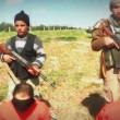Isis, nuovo orrore: bimbo dà coltelli a boia ragazzini, decapitati 8 sciiti03