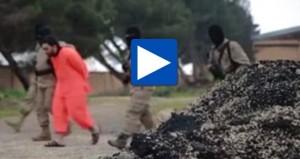 """Isis, esecuzione con colpo testa alla """"spia"""" Ahmed Muhammad"""