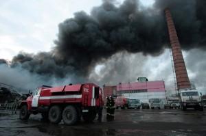 Russia, incendio in centro commerciale a Kazan: 4 morti, 15 dispersi tra macerie
