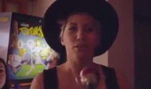 """VIDEO YouTube: Malika Ayane canta """"Funiculì Funiculà"""" per The Jackal"""
