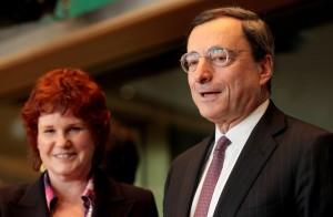 """Bce raddoppia acquisto bond. Draghi: """"Ripresa è più forte"""""""