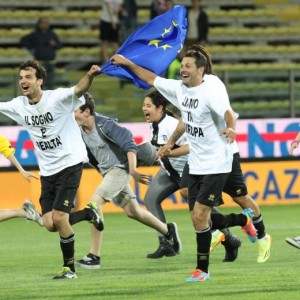 Parma, ora hanno stufato: calciatori sborsino 0,5% stipendio. Non moriranno