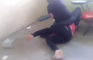 Video YouTube: moglie tradita picchia maestra in classe
